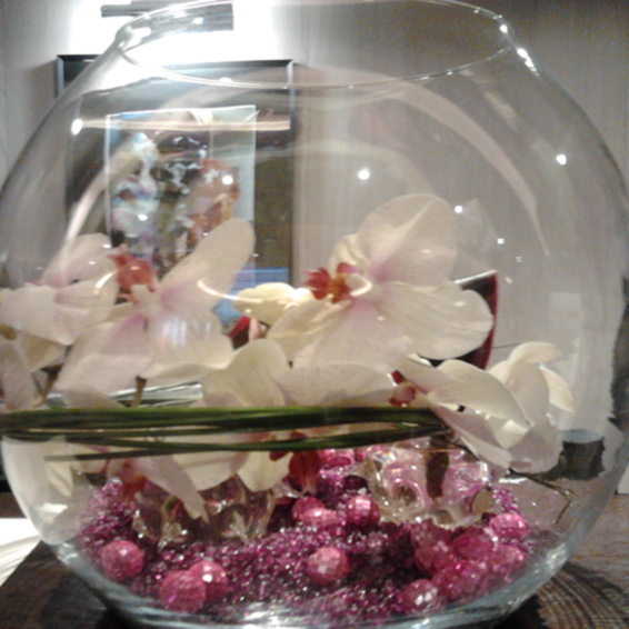Contracttract desk Orchids in a bubble vase with beads