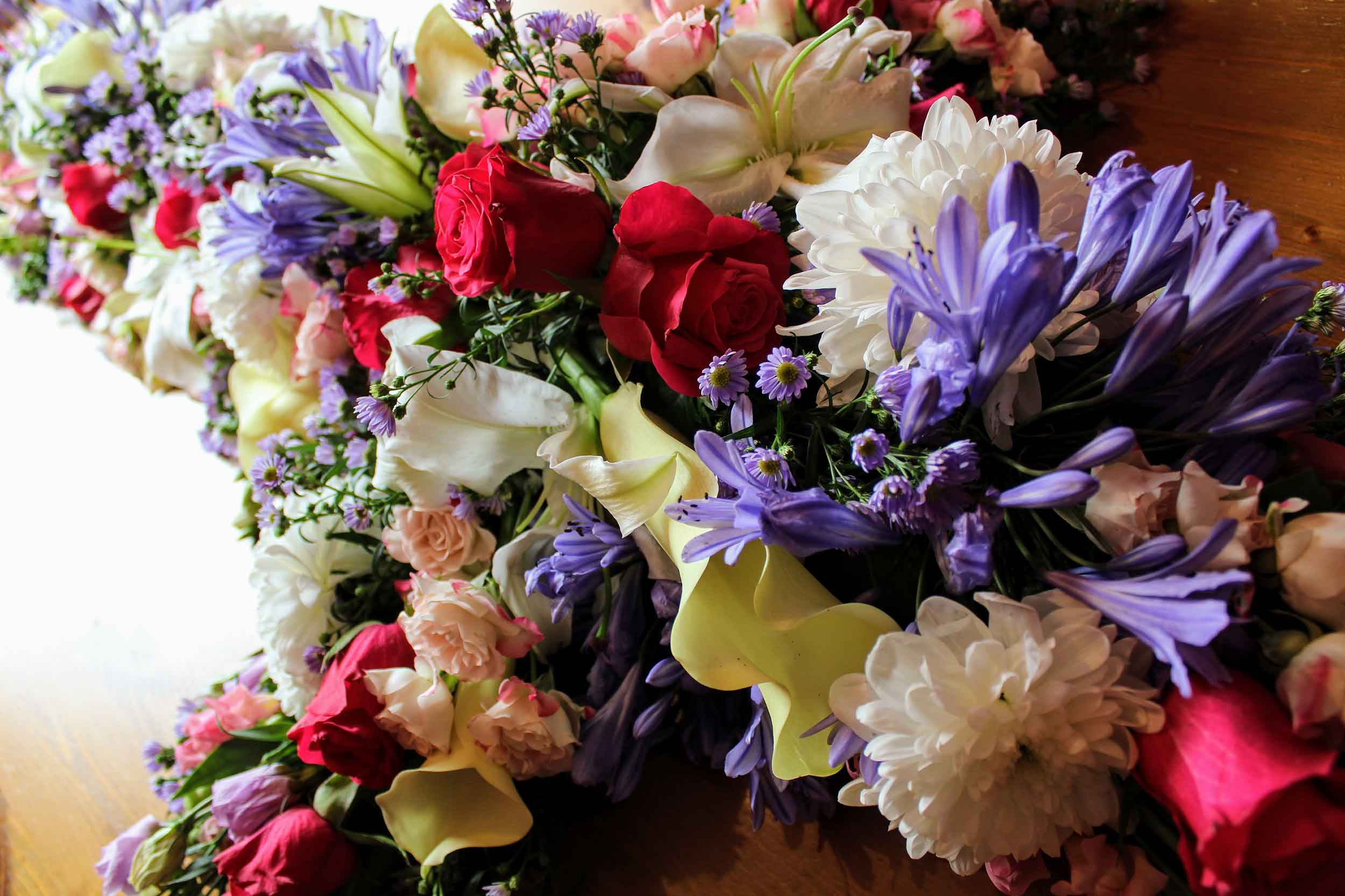 Funeral flowers oadby and wigston magnificent bouquets florists oadby wigston your local funeral florist izmirmasajfo