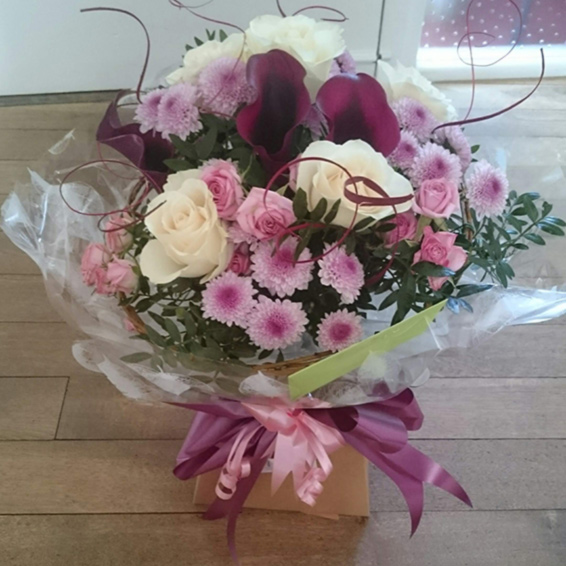Pink spray roses, white avalanche roses, spray chrysanthemums, tingting bouquet